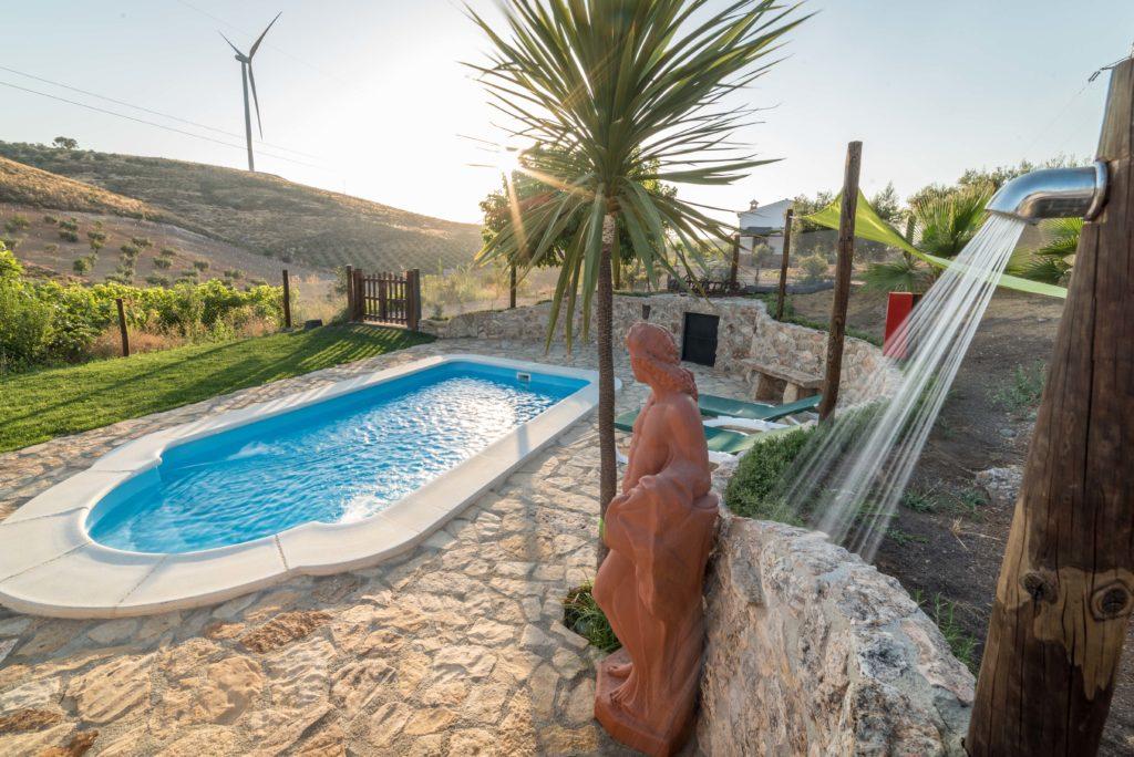 piscina del alojamiento rural los miradores de padul